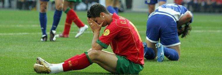 Разные эмоции участников финала Евро-2004